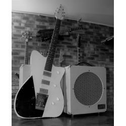 Ampli M12 et Premiere guitare solid body fabriqué par Yves Guen