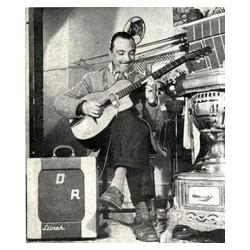Django jouant sur l'ampli et le micro fabriqué par Yves Guen
